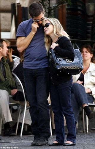 jake gyllenhaal and reese witherspoon. Jake Gyllenhaal has reportedly